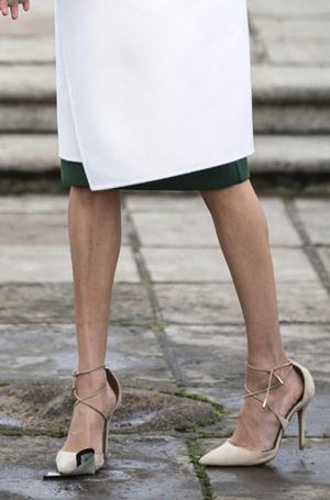 Фото №8 - Почему Меган Маркл носит слишком большие туфли