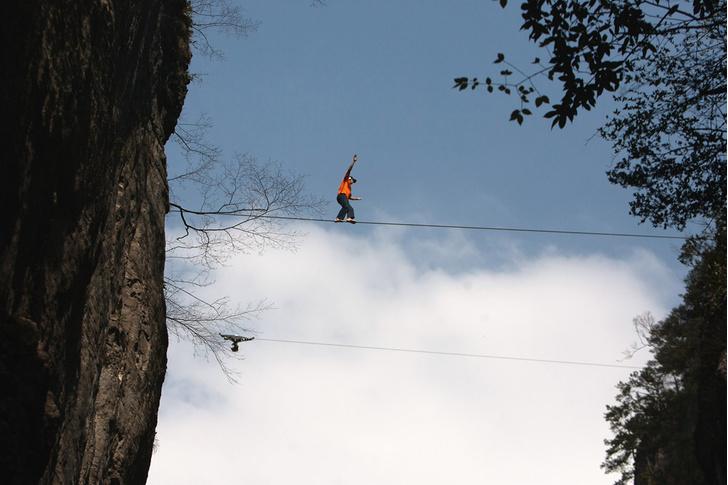 Фото №1 - Известный экстремал Дин Поттер разбился при прыжке со скалы в США