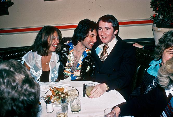 Фото №8 - Вечеринка с принцессой Дианой и лама Майкла Джексона: истории о Фредди Меркьюри, не рассказанные в «Богемской рапсодии»
