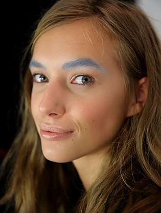 Фото №4 - Смелый тренд: разноцветные брови