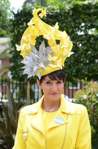Фото №22 - Чья шляпа лучше: герцогиня Кембриджская и другие на Royal Ascot 2017