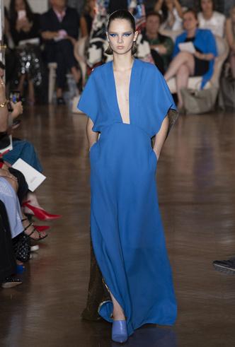 Фото №4 - Прекрасные странности в коллекции Valentino Couture FW18