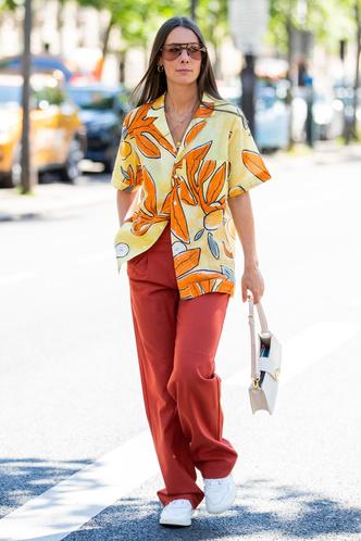 Фото №2 - Летняя классика: как появилась гавайская рубашка, и с чем ее носить сегодня