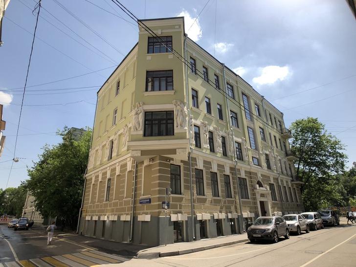Фото №2 - Аполлон и музы: как выглядит квартира домашнего ареста Михаила Ефремова