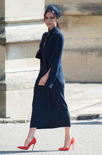 Фото №5 - Виктория Бекхэм объяснила выбор платья к свадьбе Меган и Гарри (не прошло и полгода)