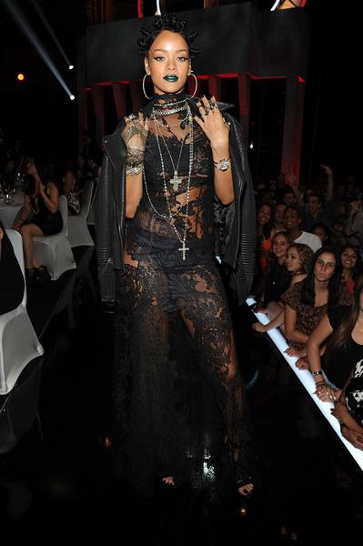 Рианна на церемонии iHeartRadio Music Awards 2014