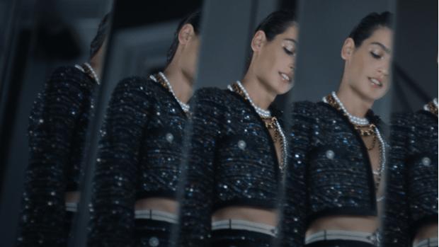 Фото №3 - Что на самом деле носят парижанки? Амбассадор Chanel, модная французкая актриса Альма Ходоровски комментирует любимые образы показа