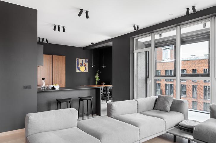 Фото №3 - Черный интерьер с теплыми терракотовыми акцентами: квартира 100 м²