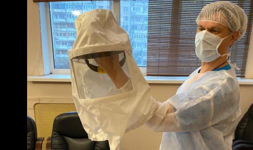 Фото №1 - «Шлем» с вентилятором вместо респиратора. Врач петербургской больницы запатентовал новый СИЗ