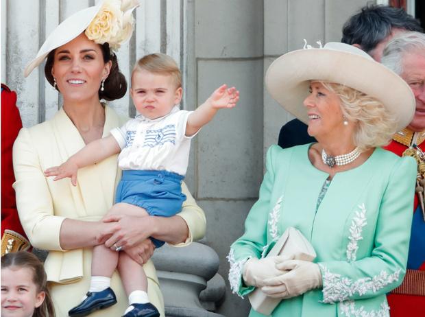 Фото №2 - День в музее: в Сети обсуждают фото принца Луи, гуляющего без родителей