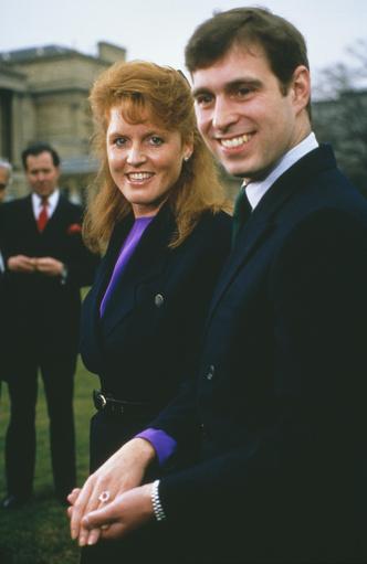 Фото №7 - Ювелирная загадка: почему помолвочные кольца Кейт и Евгении так сильно похожи