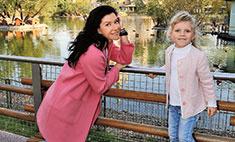 Актриса Екатерина Волкова побывала в зоопарке с дочкой Лизой
