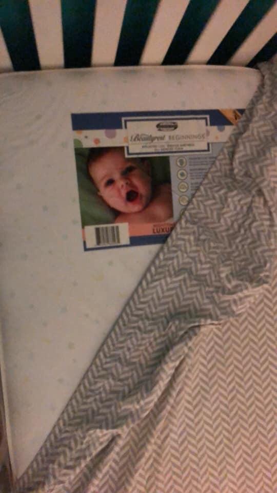 Фото №3 - В разгадке фото «ребенка-призрака», напугавшего мать, обошлось без чертовщины и паранормальщины