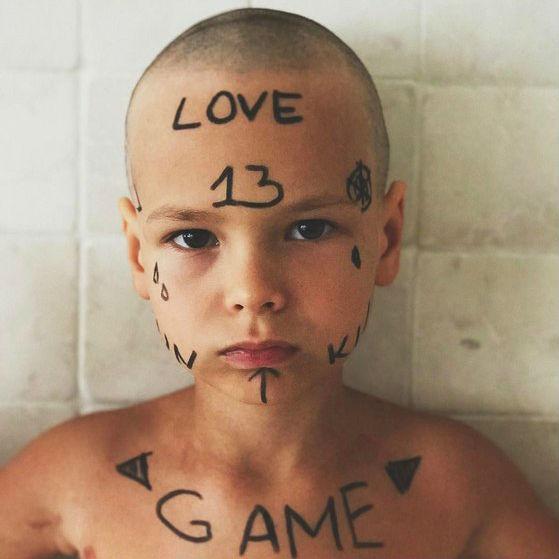 Фото №1 - Айзу осудили за бритую голову старшего сына