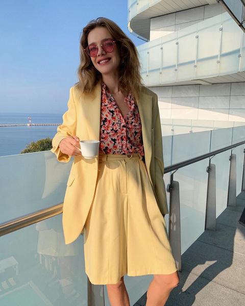 Фото №1 - Лето Водяновой: прозрачная юбка, длинные ноги и пляжи Сен-Тропе