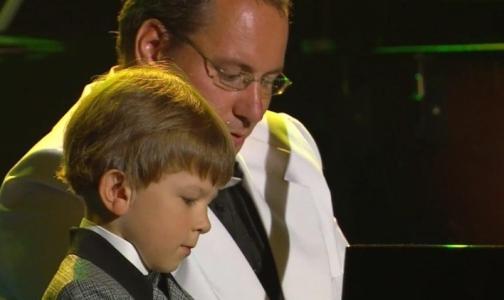 Фото №1 - Неслышащий 7-летний россиянин стал одним из лучших музыкантов мира