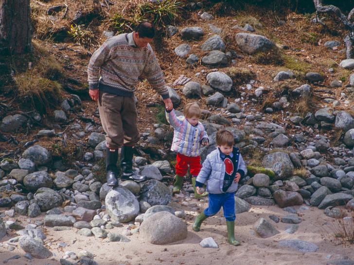 Фото №3 - Счастливые годы: самые трогательные фото принца Чарльза с сыновьями