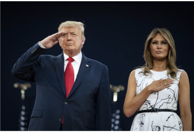 Фото №1 - Мелания Трамп в платье Alexander McQueen, которое, возможно, расписали российские редакторы ELLE