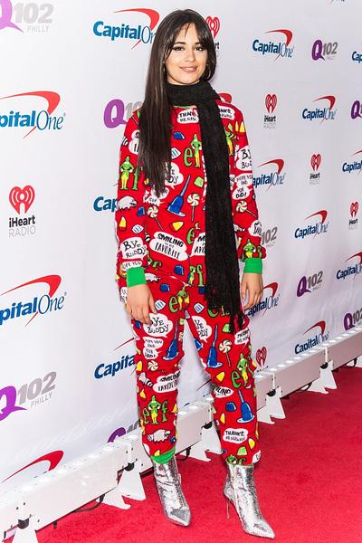 Фото №3 - Кошмар перед Рождеством: 7 знаменитостей в уродливых рождественских свитерах