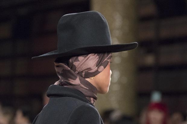 Фото №16 - Шапки, косынки и береты: самые модные головные уборы сезона