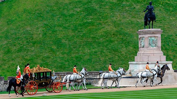 Фото №7 - Повезет – не повезет: кого из президентов Елизавета II катала в своей карете