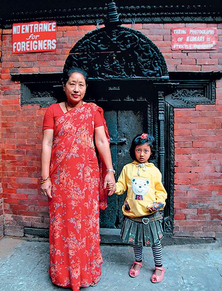 Фото №6 - Бывшая богиня: как живут те, кто перестал быть королевской Кумари в Непале