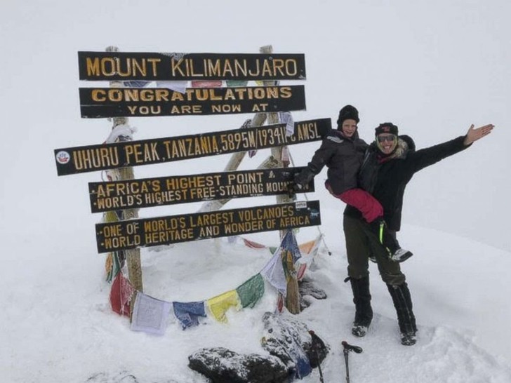Фото №2 - 7-летняя девочка покорила вершину Килиманджаро в память об умершем отце