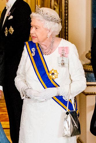 Фото №11 - Парад тиар в Букингемском дворце (и самая большая – у королевы Максимы)