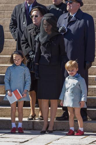 Фото №13 - Натали Портман и еще 9 актрис, сыгравших Жаклин Кеннеди в кино