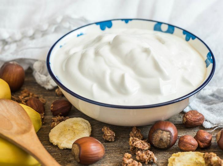 Фото №1 - 6 полезных свойств йогурта для сияющей здоровьем кожи