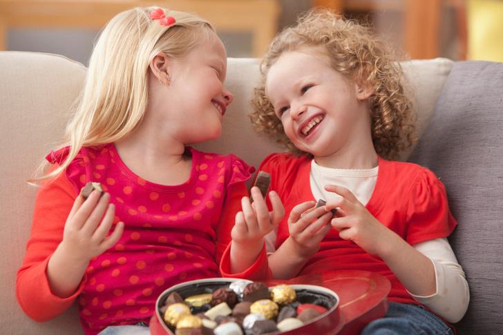 Фото №1 - Как научить ребенка-сладкоежку есть все