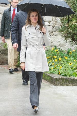 Фото №16 - Выбирая классику: как королевские особы носят тренчи