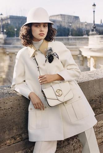 Фото №3 - Аксессуар парижанки: Louis Vuitton представили новую сумку LV Pont 9