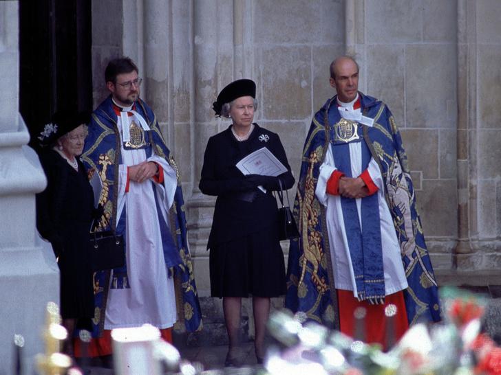 Фото №4 - Сын против матери: почему смерть Дианы рассорила Королеву и принца Чарльза