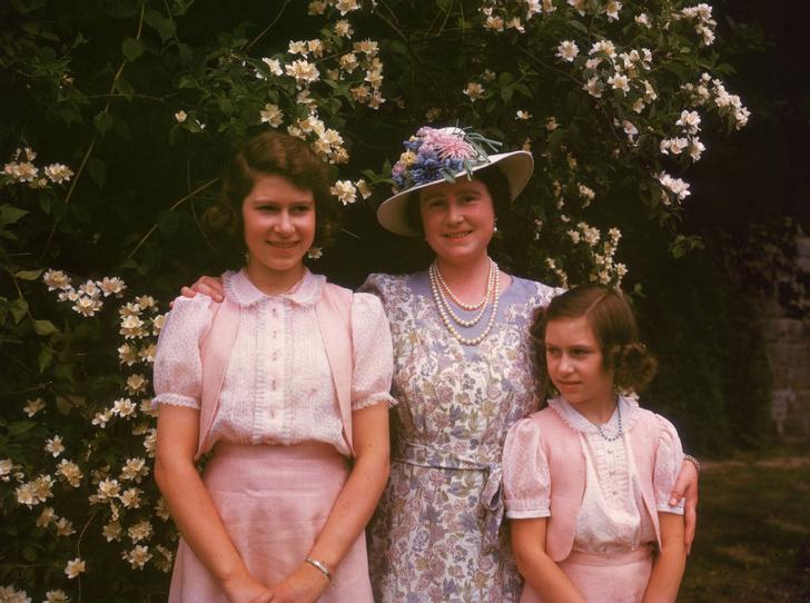 Фото №2 - Лилибет и Марго: подлинная история непростых отношений Королевы и ее младшей сестры