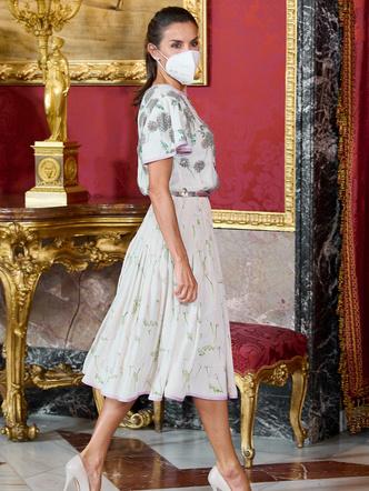 Фото №3 - Бережливая королева: Летиция появилась в платье своей свекрови (кстати, кому оно идет больше?)