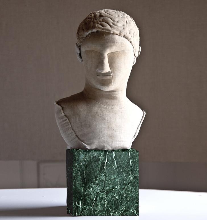 Фото №3 - Уникальные античные скульптуры из текстиля Сержио Рожера