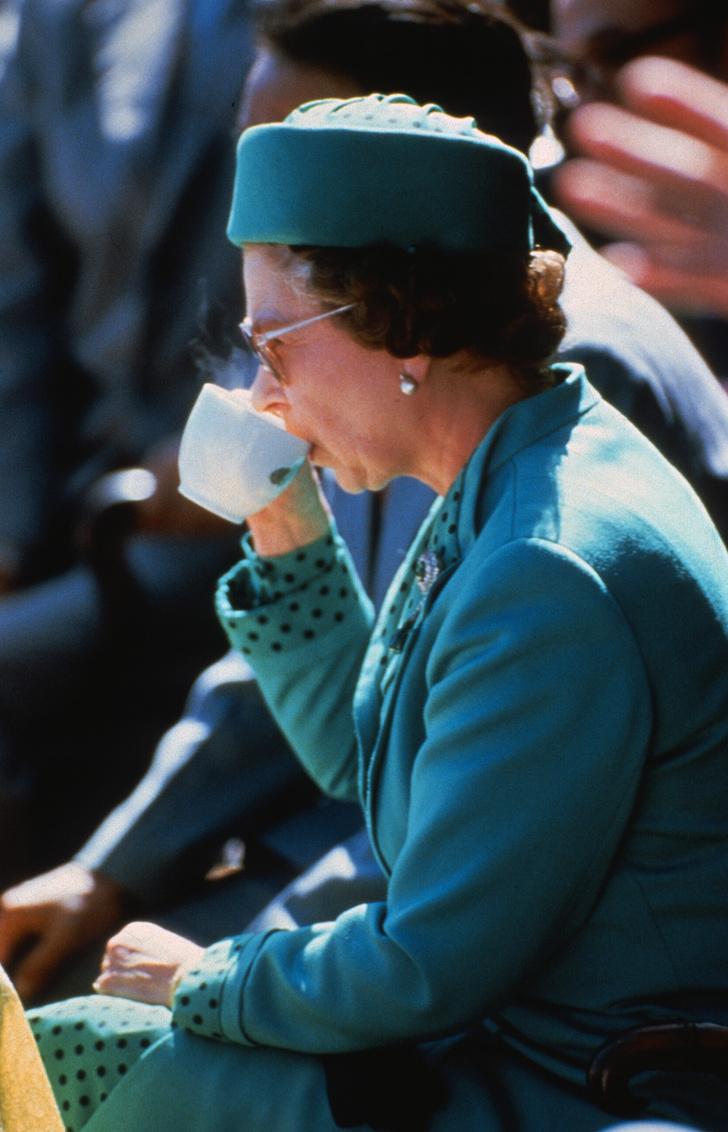 Фото №3 - Почему королева Елизавета II всегда завтракает дважды?