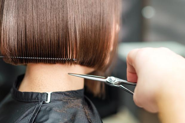 если девушка подстриглась после расставания, короткие волосы у девушек психология, если женщина стрижет волосы, изменить внешность после расставания, почему хочется отрезать волосы, смена цвета волос психология, психология цвета волос, желание изменить