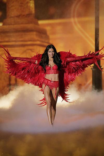 Фото №1 - Самые красивые «ангелы» Victoria's Secret
