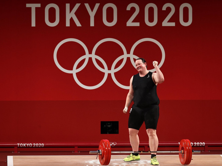 Фото №4 - Сомнительные шутки и побег из страны: главные скандалы Олимпиады в Токио