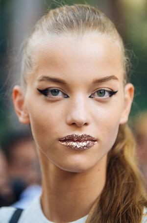 Фото №6 - От макияжа до интерьера: как перламутр возвращается в моду