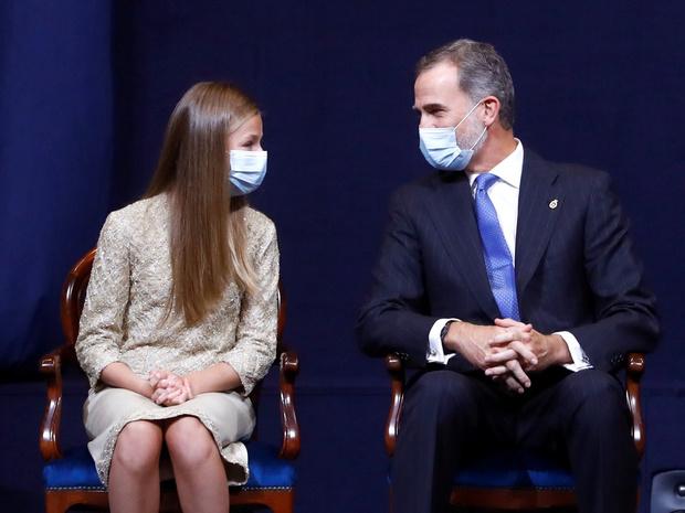 Фото №4 - Из-за чего будущей королеве Испании придется покинуть страну (спойлер— это временно)