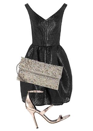 Платье, Carven, 24 540 руб.; сумка-конверт, Accessorize, 1500 руб.; босоножки, Aldo, 5990 руб.