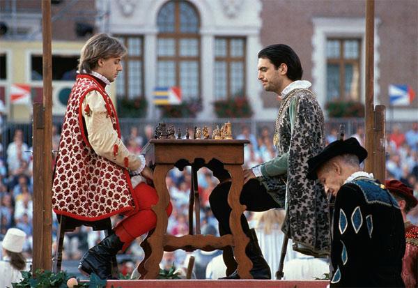Фото №1 - Живые шахматы
