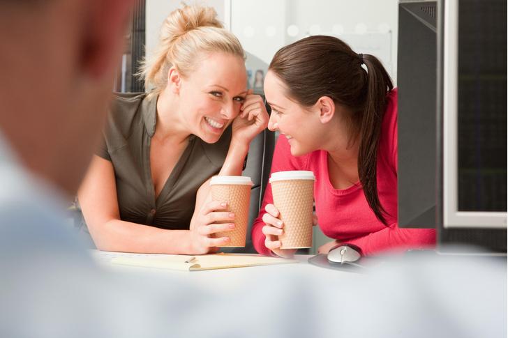 Фото №1 - Токсичные коллеги: как отучить их лезть в вашу личную жизнь