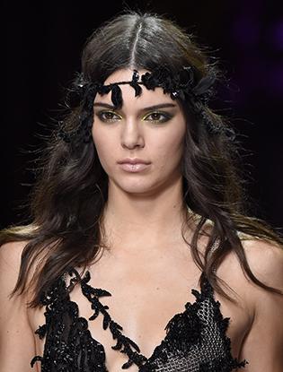 Фото №51 - Неделя Высокой Моды в Париже: Atelier Versace FW2015/16