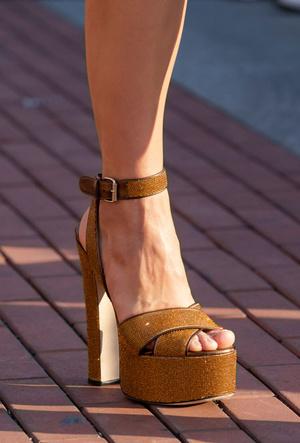 Фото №12 - Самая модная обувь весны и лета 2020: советы дизайнеров