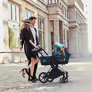 Фото №3 - Звёздные мамы выбирают модные коляски