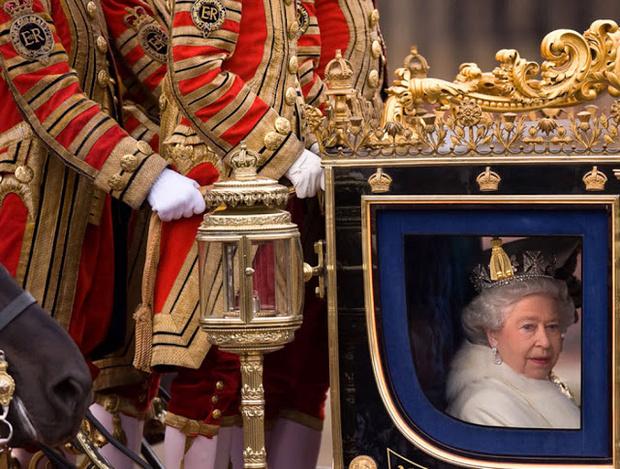 Фото №2 - 10 причин, почему королева Елизавета – самая крутая бабуля в мире